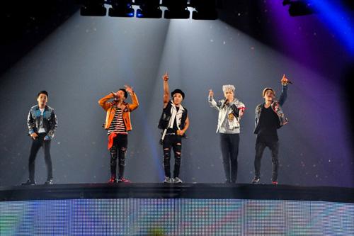人を動員し、舞台制作費30億をかけた豪華なステージで日本全国を熱狂させたBIGBANGの日本5大ドームツアーの最新ライブ映像で、「FANTASTIC BABY」「TONIGHT」など