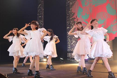 ステージで踊る私立恵比寿中学